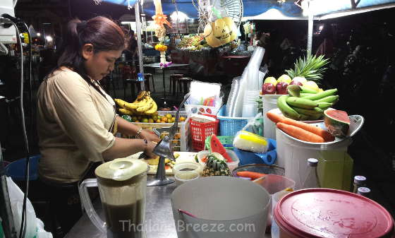 A fruit shake vendor at a Thai night market.