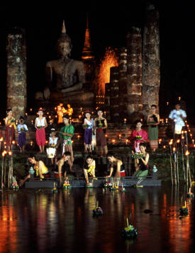 Celebrate the loy kratong festival in Sukhothai, Thailand