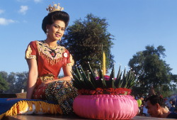Celebrate the loy kratong festival in November in Thailand