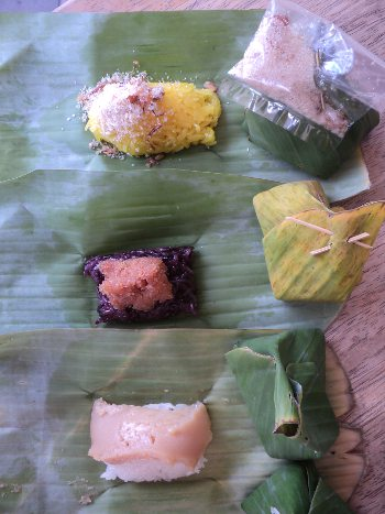 Sticky rice desserts in Thailand served with toppings