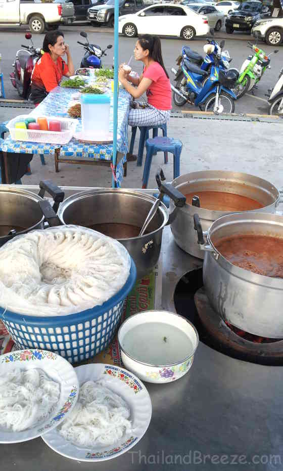 The fresh round rice noodles with spicy sauces are extremely popular among Thais.